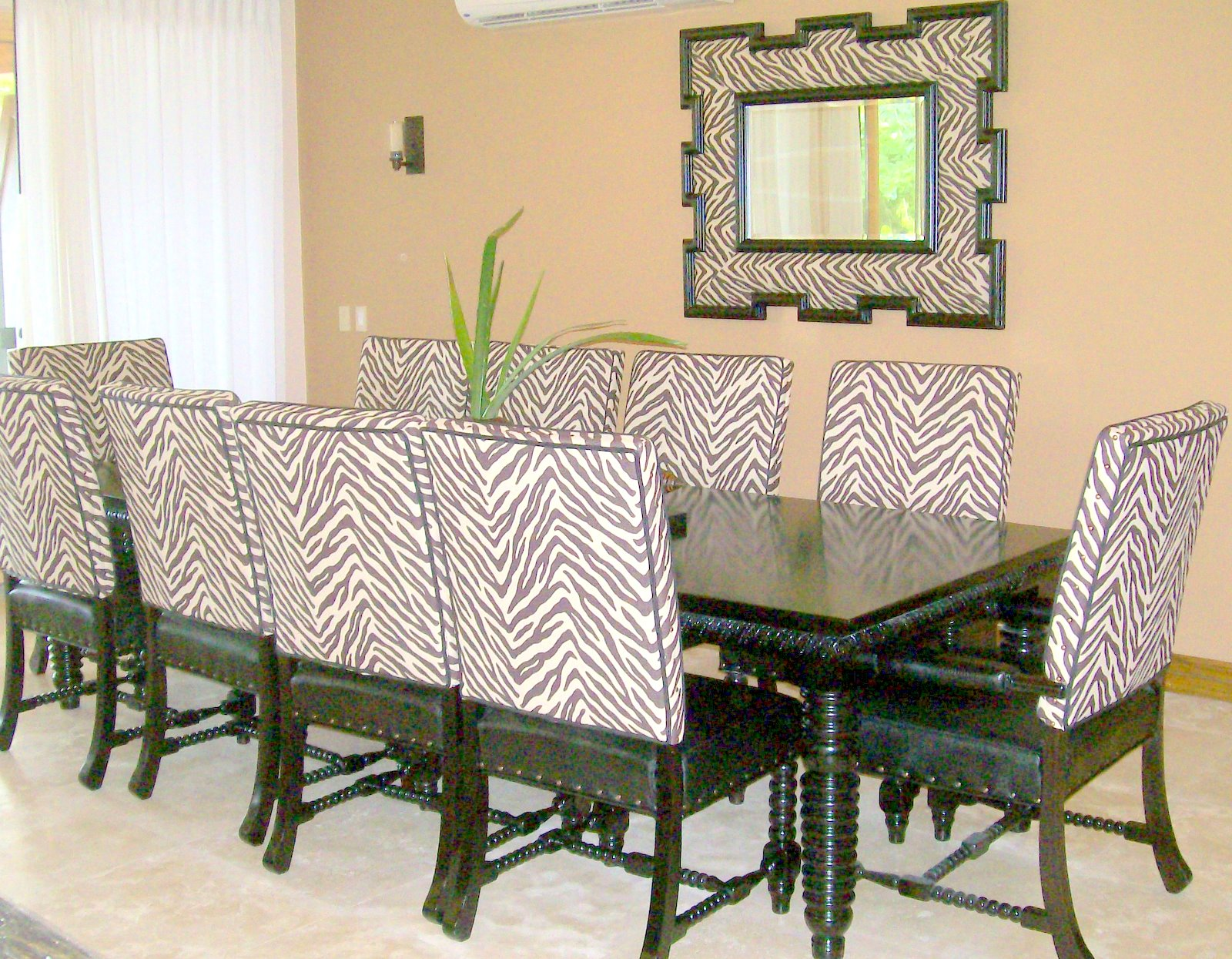 Dining room furniture fine furniture of sarch for Fine dining room furniture